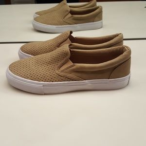 UNR8ED TAUPE PERFORATED TRACER SNEAKERS  NUC